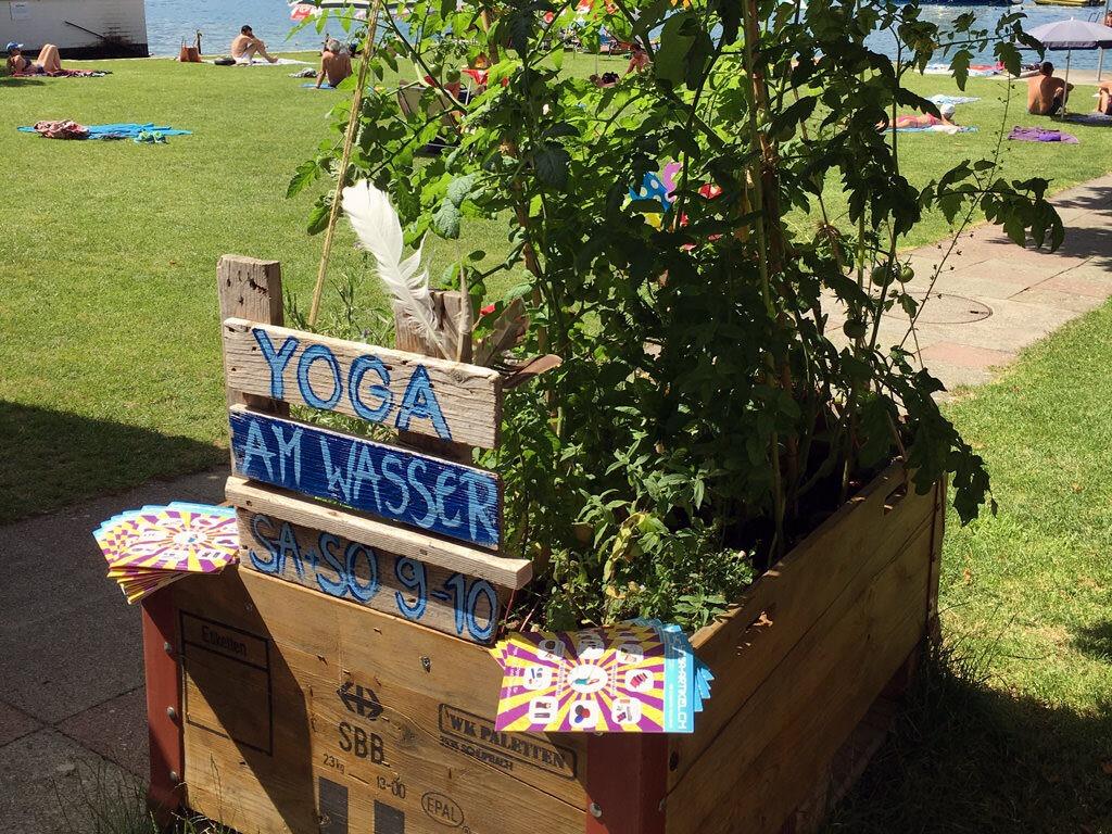Starte von Juni bis September jeden Samstag und Sonntag im Strandbad Hüneegg in Hilterfingen mit Yoga in den neuen Tag. Für Anfänger und Fortgeschrittene.